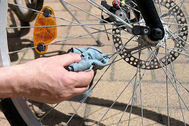 cleaning-a-bike-wheels